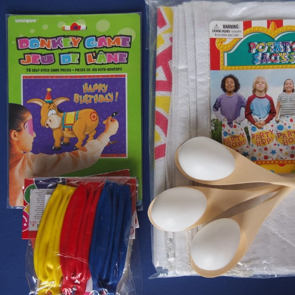 Classic Games Box - 10 kids - 3 plastic eggs is the ideal party pack for boys & girls birthday parties at home. Kids will have fun playing 4 traditional kids party games.